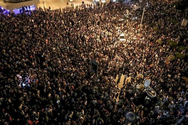 تظاهرات در لبنان، مالیات واتس اپ بیروت را آتش زد (