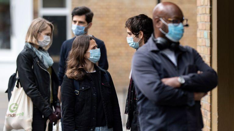 خبرنگاران تعهد گروه 20 به اختصاص 21 میلیارد دلار برای مبارزه با کرونا