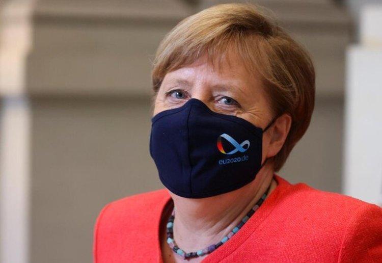 (تصویر) مرکل هم بالاخره ماسک زد
