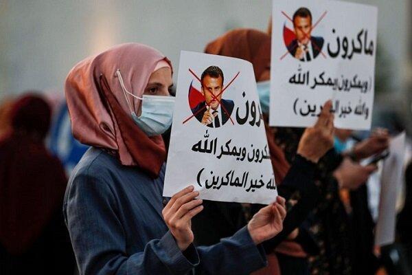 تداوم اعتراضات علیه فرانسه
