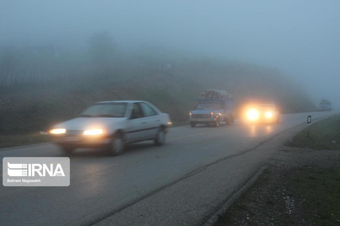 خبرنگاران ترافیک و مه&zwnjگرفتگی در بعضی جاده&zwnjهای خراسان &zwnjرضوی وجود دارد