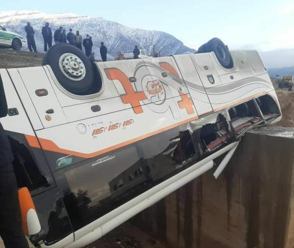 برخورد اتوبوس و نیسان در لردگان 2 کشته و 18 مجروح بر جا گذاشت