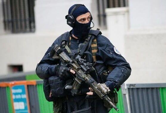خبرنگاران پلیس فرانسه 5 زن را به ظن حمله تروریستی بازداشت کرد