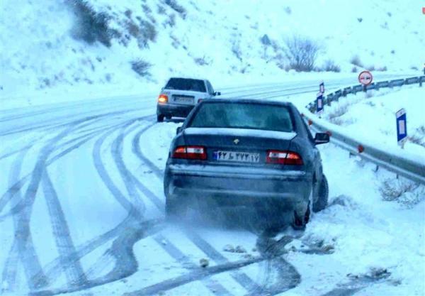 بارش برف و باران در محور های شمالی، کاهش 6 درصدی تردد در جاده ها